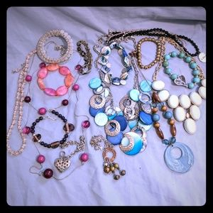 Mixed 1lb lot of Fashion Jewelry